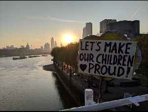 Extinction Rebellion Protesters Camp Out Overnight on Waterloo Bridge [Video]