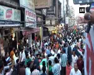 News video: Scuffle breaks out between BJP Congress supporters during Priyanka Gandhis roadshow