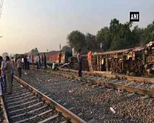 News video: 3 injured in Howrah New Delhi Poorva Express derailment