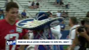 Stevie Johnson offers opportunity to read draft pick to Pancho Billa [Video]