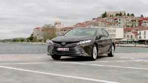 2019 Toyota Camry Hybrid Design Preview [Video]