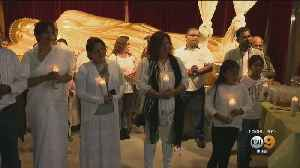 Sri Lankan-Americans Hold Candlelight Vigil At Buddhist Temple In Los Angeles [Video]