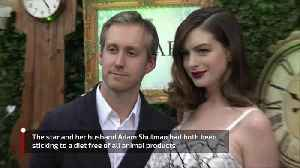 Anne Hathaway quit veganism over Matt Damon dinner [Video]