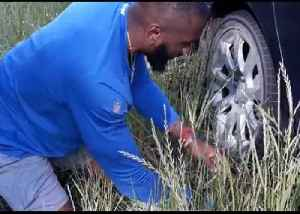 Colts Linebacker Changes His Former High School Teacher's Tire [Video]