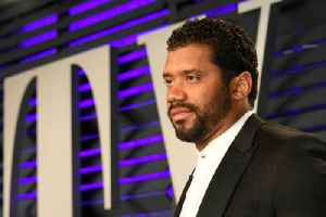 Russell Wilson Gifts Teammates with $156,000 in Amazon Stock [Video]