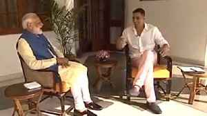Are you really a Gujarati? - Akshay Kumar asks PM Modi | Oneindia News [Video]