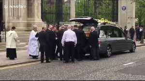 Murdered journalist Lyra McKee's coffin carried into Belfast's St Anne's Cathedral [Video]
