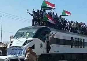 Sudanese Protesters Wave Flags From Roof of Khartoum-Bound Train [Video]