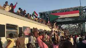 Protesters Ride Roof of Khartoum-Bound Train [Video]