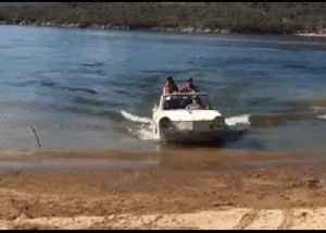 Tweeter Calls Out PM After Welcoming 'Boat People' in Amphibious Car Ashore at Lake Jindabyne [Video]