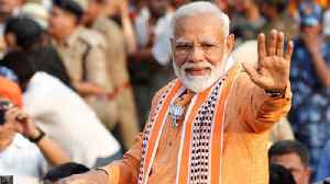 After Varanasi show, PM thanks media, says 'You've been working hard' | Oneindia News [Video]