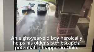 Eight-year-old drags his sister out of a car and away from potential kidnapper [Video]