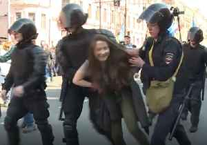 Dozens Arrested in St Petersburg as Police Break Up Anti-Putin May-Day March [Video]