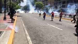 Anti-Maduro protesters run for cover as riot police fires tear gas in Caracas' streets [Video]