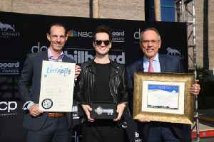 Brendon Urie gifted key to Las Vegas [Video]