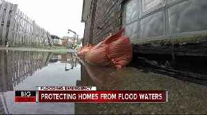 Protecting homes from flood waters [Video]