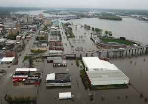 Downtown Davenport Flooded After Levee Breach [Video]