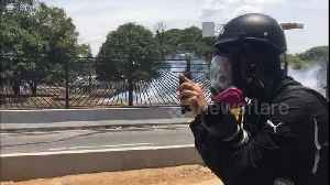 Gunfire and screams heard as protesters in Caracas flee amid clashes [Video]
