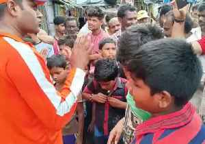 Emergency Services Personnel Help Residents in India's Odisha State as Cyclone Fani Hits [Video]
