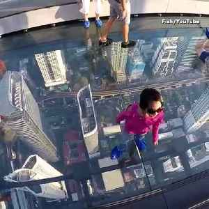 This Terrifying Glass Floor On Thailand Skyscraper Is Not For Faint-Hearted [Video]