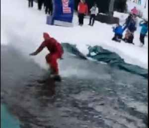 Snowboarder surfing ends up in classic epic fail [Video]