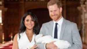 News video: Meghan Markle and Prince Harry Share First Look at Baby Archie | THR News