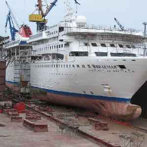 Cruise ship is cut in half and stretched to make a bigger boat [Video]