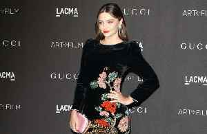 Miranda Kerr keeps fit by dancing round her house [Video]