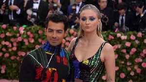 Sophie Turner and Joe Jonas gave out wedding invites during Billboard Music Awards [Video]