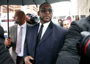 R. Kelly's Lawyers Say He Can't Read [Video]