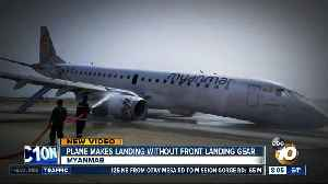 Plane lands without front landing gear [Video]