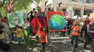 Mothers demand climate action in London march [Video]