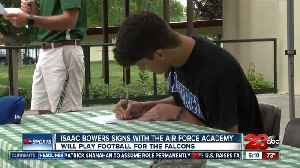 Isaac Bowers signs to play football at the Air Force Academy [Video]