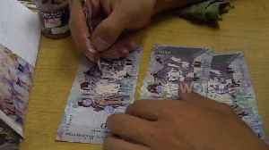 Venezuelan migrants create beautiful watercolour portraits out of worthless notes in Bogota, Colombia [Video]