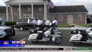 Out of town officers honor Officer McKeithen [Video]