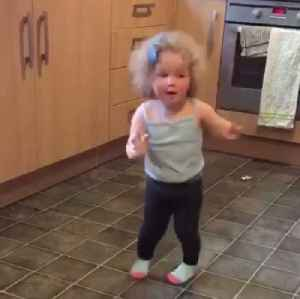 This toddler danced so hard to Bruno Mars she fell out of the room [Video]