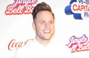 Olly Murs dressed up as Kylie Minogue for Robbie Williams on tour [Video]