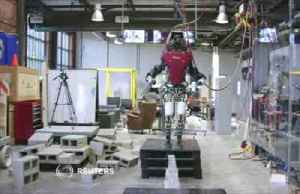 Humanoid robot walks tightrope-like walkway [Video]