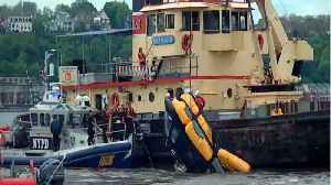 News video: Helicopter Crashes Into Hudson River In New York, Injuring Two