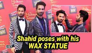Shahid Kapoor poses with his WAX STATUE in Singapore [Video]
