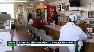 Milwaukee restaurant Mr. Perkins packed with Bucks fans hoping to meet Charles Barkley, Shaq [Video]