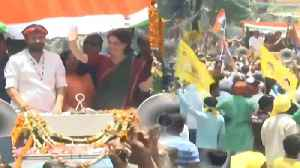 News video: Priyanka Gandhi's Mirzapur roadshow gathers crowds, Watch Video | Oneindia News