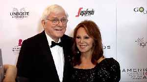 Phil Donahue and Marlo Thomas 'American Icon Awards' Gala Red Carpet [Video]