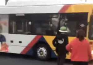 Bus Trapped After Attempting a U-Turn on Adelaide Road [Video]