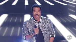 American Idol Judge Lionel Richie Performs 'Dancing On The Ceiling' Live [Video]