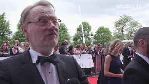 The Crown star Jared Harris: 'Everyone else has to treat you like a king, you can't play a king' [Video]