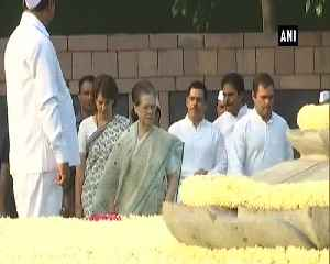 Gandhi family pays tribute to Rajiv Gandhi on death anniversary [Video]