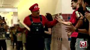 Loved custodian retires after 20 years at Tucson primary school [Video]