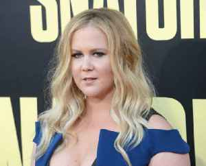 Amy Schumer laughs off being mom-shamed [Video]