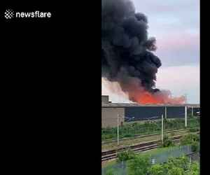 Fire breaks out at industrial site in Tottenham creating huge plumes of black smoke [Video]